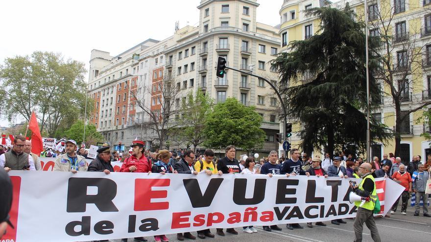 Cabecera de la manifestación con miembros de las plataformas de Castilla-La Mancha FOTO: Raquel Gamo