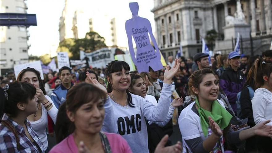 """Masiva protesta en Argentina grita """"Ni una menos"""" contra la violencia machista. /EFE"""