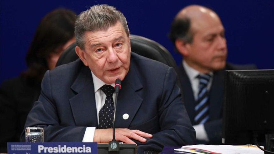El canciller de Perú renuncia a su cargo por motivos de salud, según medios