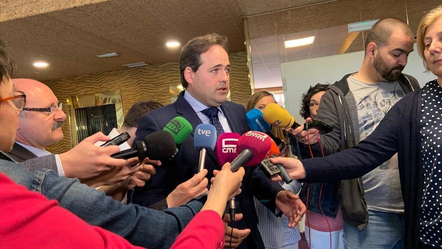"""No dar protagonismo a las bases y dedicar más tiempo a hablar del adversario, """"errores"""" del PP en campaña, según Núñez"""