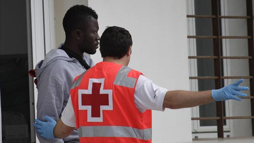 Salvamento Marítimo rescata a 22 inmigrantes en tres pateras en el Estrecho