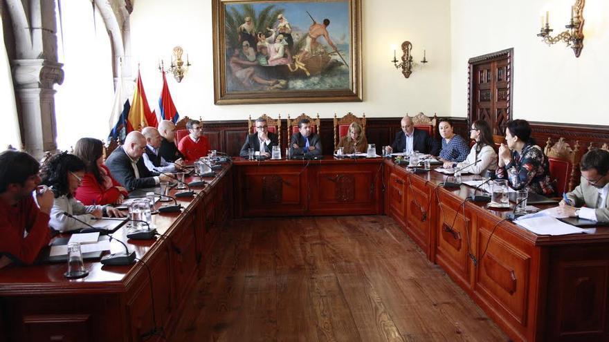 En la imagen, sesión del pleno del Ayuntamiento de Santa Cruz de La Palma celebrado este viernes, 6 de marzo.