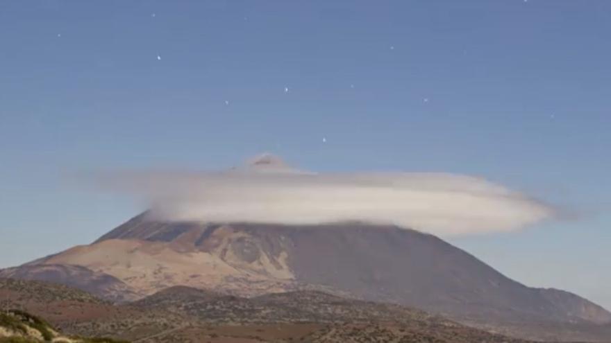 La asombrosa formación del 'sombrerito' en el Teide