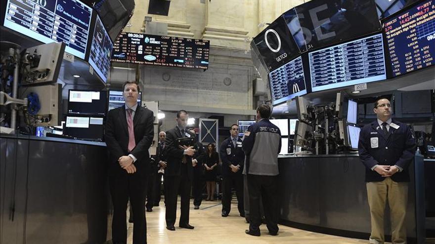 El Dow Jones supera los 15.000 puntos y el Standard and Poor's 500 los 1.600 por primera vez