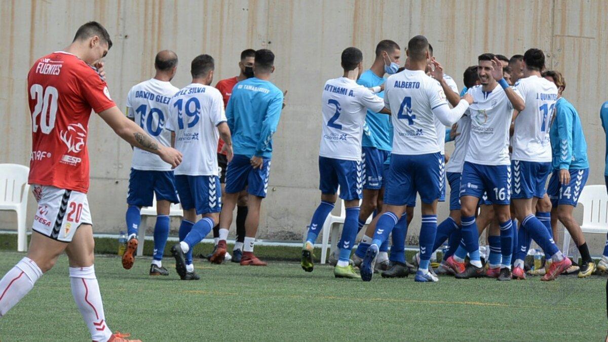Los blanquiazules celebran la victoria frente al Murcia