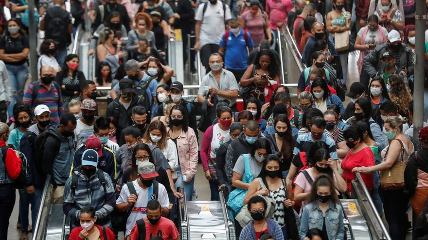 La covid-19 en Brasil: un año de gestión caótica, 250.000 muertos y negacionismo