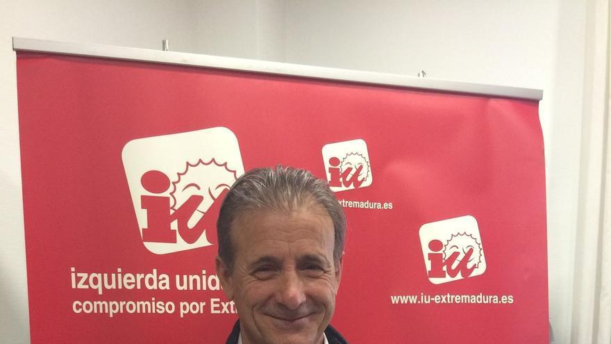 """Pedro Escobar (IU) destaca que donde mejor resisten """"es en Extremadura"""""""