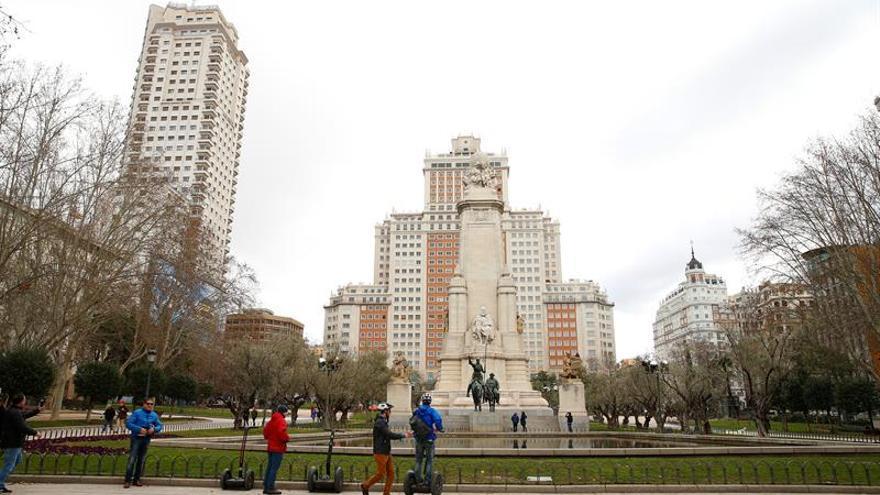 Seis ediles impulsan la consulta sobre la reforma de la plaza de España