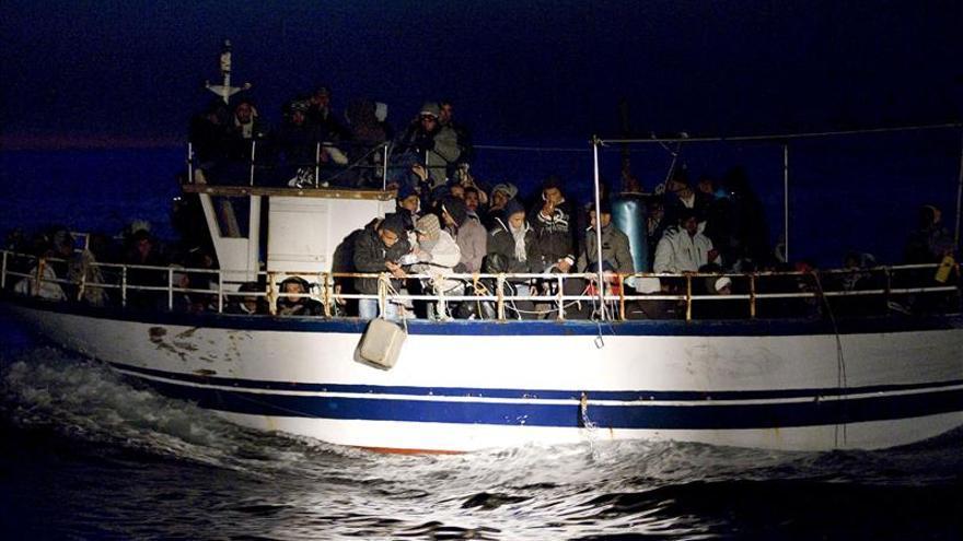 Una patrullera francesa rescata a 297 inmigrantes en las costas italianas