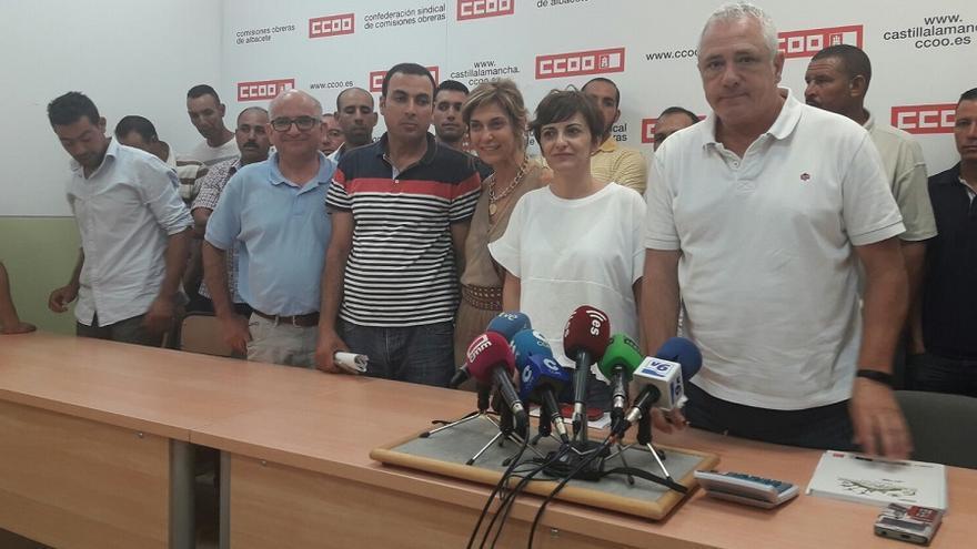 Los jornaleros denunciantes han vuelto a la sede de CCOO para trasladar la buena noticia.