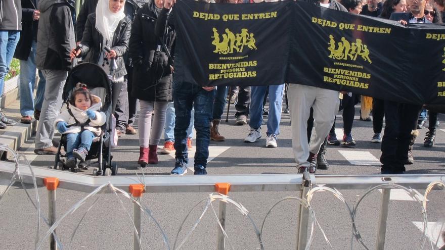 """Decenas de personas exigen en Santander derechos para los refugiados que """"intentan llegar a Europa huyendo de la muerte"""""""