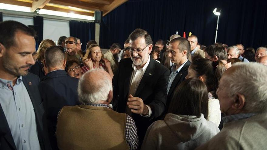 Rajoy alerta sobre la reedición del bipartito y Sánchez llama a la movilización
