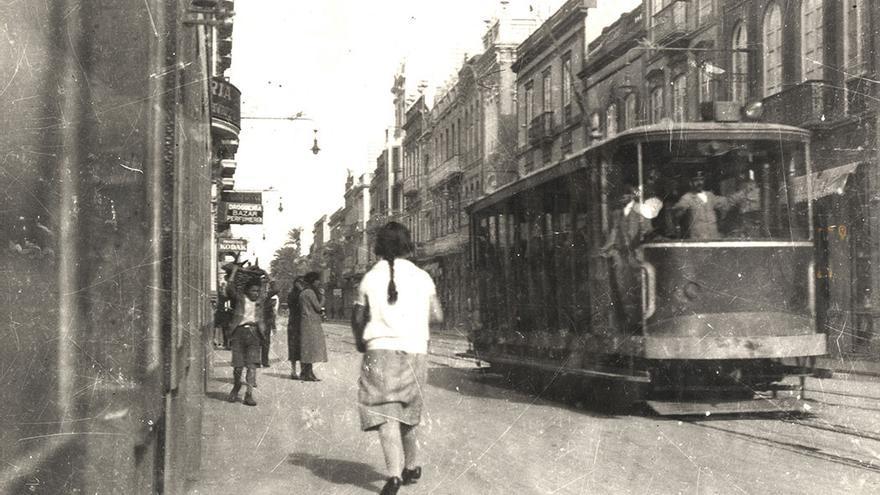 Tranvía en la calle de Triana. 1927 – 1930.