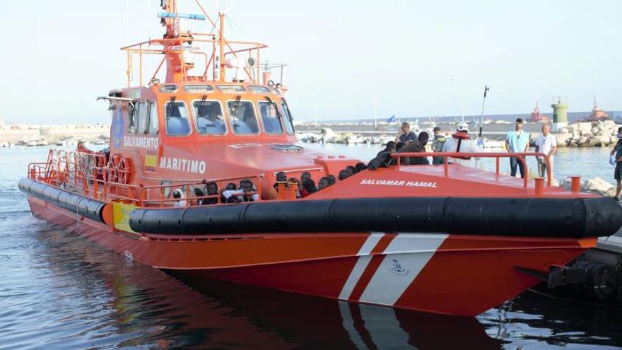 Rescatados en el mar de Alborán 70 inmigrantes de dos pateras