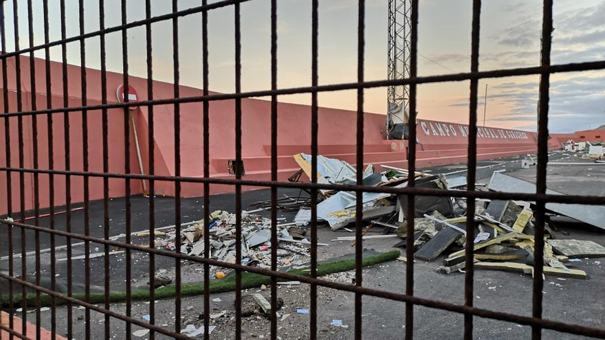 El campo de fútbol del pueblo, integralmente destruido por el temporal marino