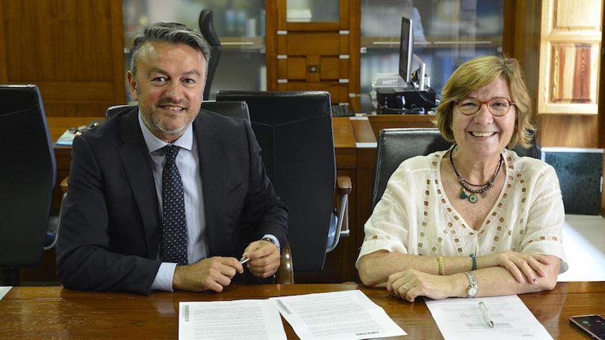 José Chulvi e Isabel Bolufer este lunes en el despacho de Alcaldía de Xàbia