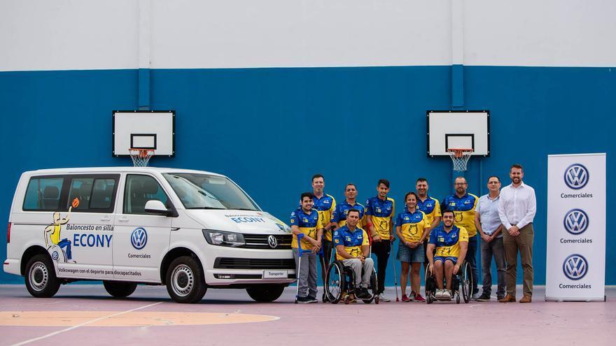 Volkswagen Comerciales Canarias entrega una nueva Transporter Combi para facilitar los desplazamientos del equipo de baloncesto Econy de Gran Canaria