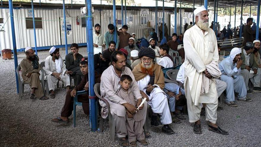 ACNUR para la repatriación de afganos en Pakistán por el invierno y la falta de fondos