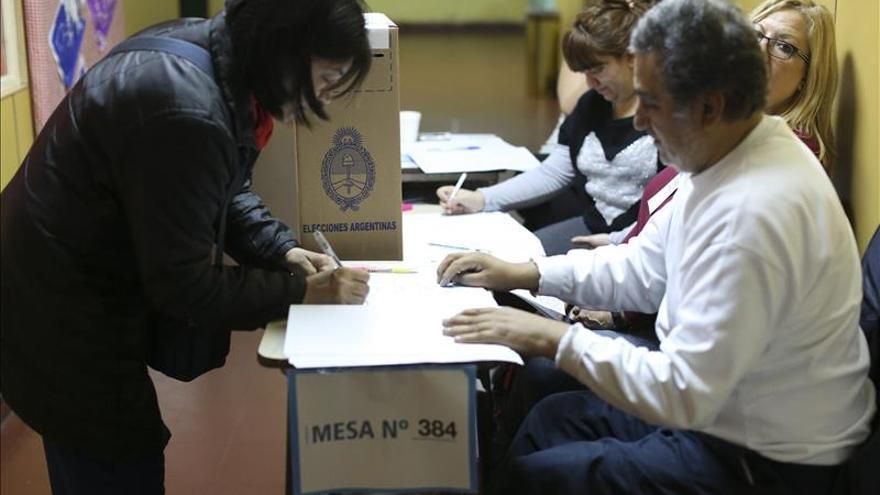 Candidatos a la Presidencia argentina mantienen los números de las primarias