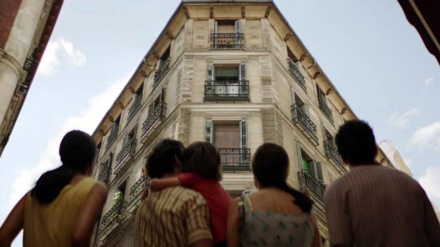 Edificio de 'Malasaña 32', en un fotograma de la película