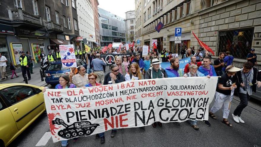 Tímidas protestas contra la cumbre de la OTAN en Varsovia, tomada por policía