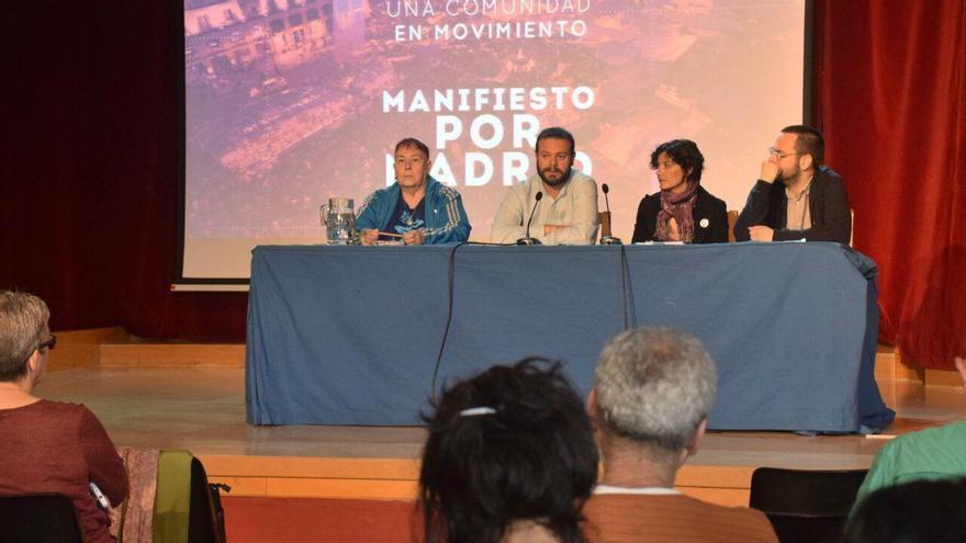 El diputado de Podemos en Madrid, Raúl Camargo y la concejala por Leganés Rocío Cruz (en el centro), y los activistas Rodrigo Calvo y Paca Blanco.