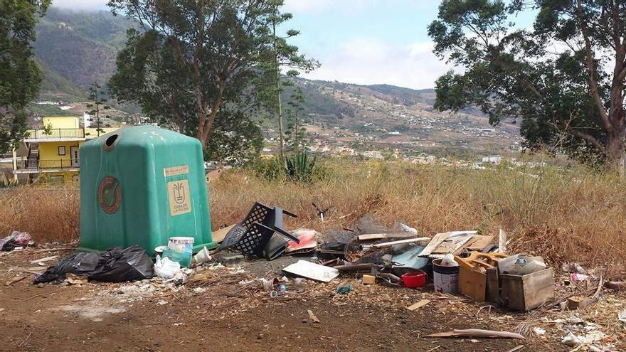 En la imagen, uno de los vertederos improvisados que ha erradicado el Ayuntamiento de Breña Alta.