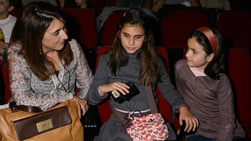 La audiodescripción permite que las personas con discapacidad visual acudan al cine con sus  familias (Foto: ONCE)