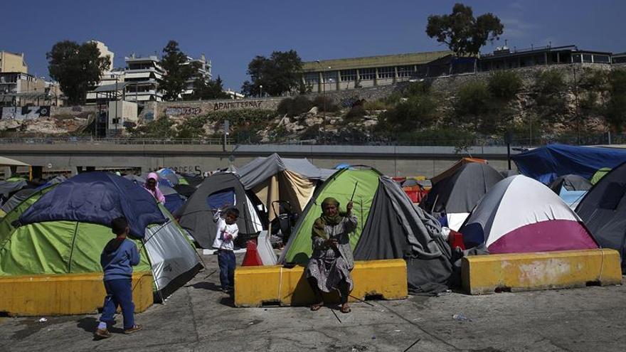 """ACNUR pide no llamar """"crisis humanitaria"""" a situación de refugiados en Grecia"""