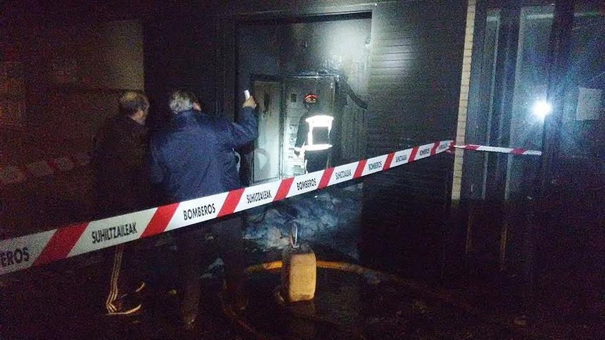 Un incendio sin heridos deja temporalmente fuera de servicio el polideportivo municipal de San Adrián
