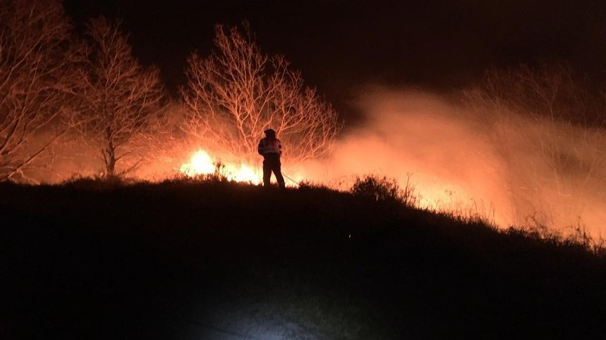 Cinco incendios están activos en Cantabria, que sigue en máxima alerta