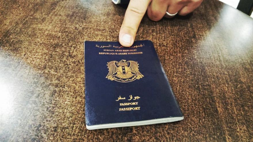 Uno de los pasaportes de los refugiados sirio que no pueden llegar a España/ Efe