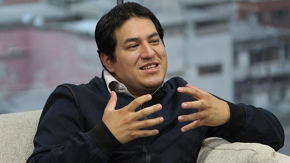 """""""Patriota. Demócrata. Progresista.  Nunca me niego a un ceviche"""", así se política y humanamente Andrés Arauz, candidato opositor y primero en las encuestas para ganar la presidencia de Ecuador"""