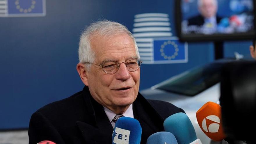 """Borrell dice que """"lo que cuentan son los hechos"""" ante las propuestas de Torra"""