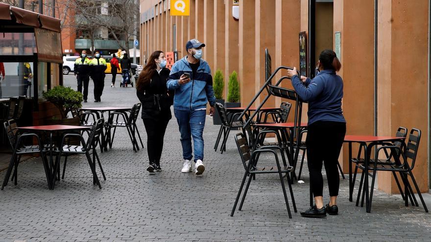 Cataluña reabre este lunes los centros comerciales tras mejorar datos covid
