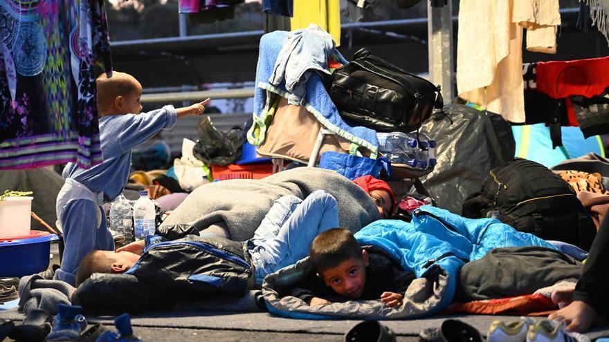 Preguntas y respuestas para entender el pacto migratorio: Bruselas cede ante los países de la UE que no quieren acoger refugiados