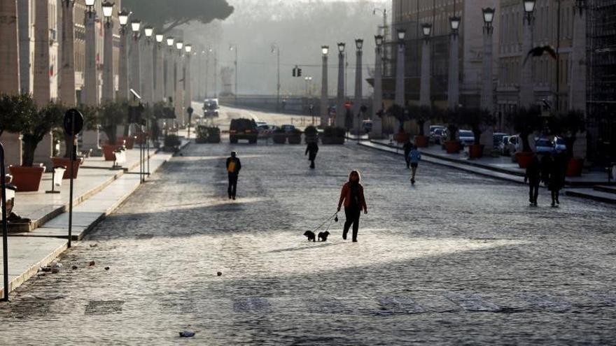 El silencio y la quietud envuelven una Roma cerrada por la epidemia