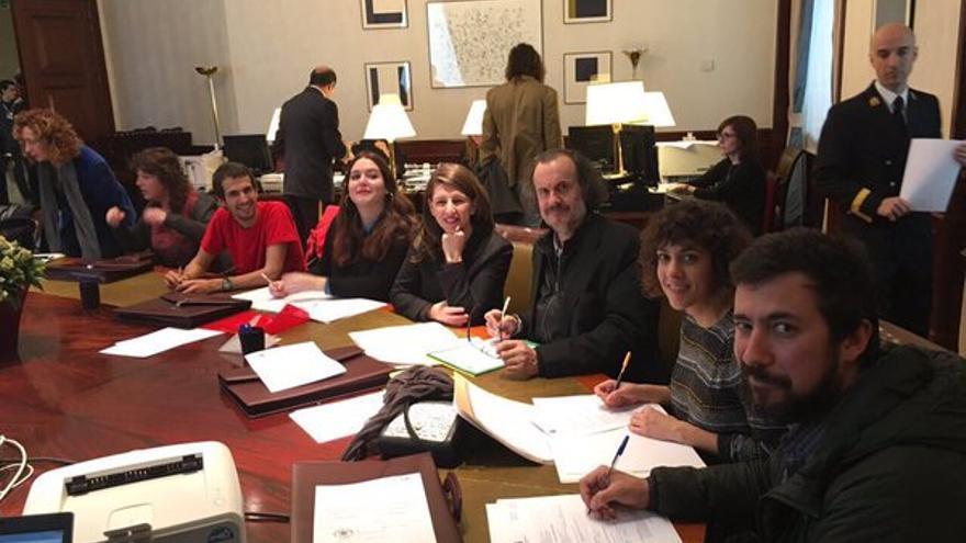 Diputados y diputadas de En Marea, tramitando sus credenciales en el Congreso