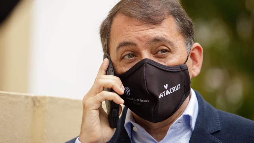 El concejal de Coalición Canaria, José Manuel Bermúdez tras registrar este lunes una moción de censura contra el gobierno municipal presidido por la socialista Patricia Hernández, y que le permitirá volver a la alcaldía de la capital tinerfeña.