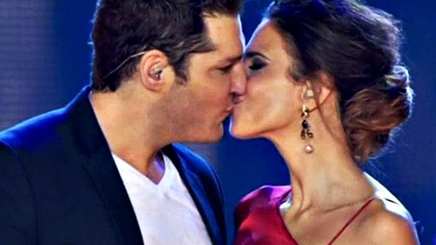 Beso de Tenorio a Fergó y química de Bustamante con Gisela en 'OT: El concierto'