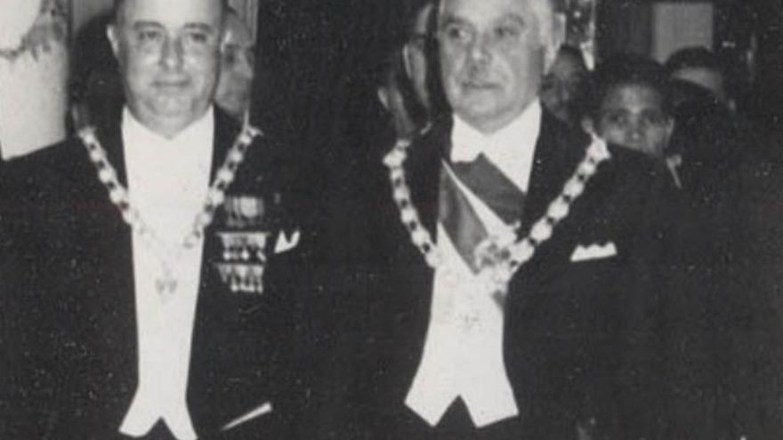 Rafael Trujillo, a la derecha (a la izquierda, Anastasio Somoza Garcia, expresidente de Nicaragua).