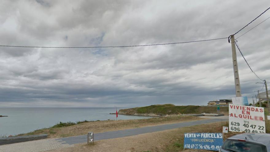 """Anuncios de viviendas y parcelas """"con licencia"""" en la costa de Barreiros"""