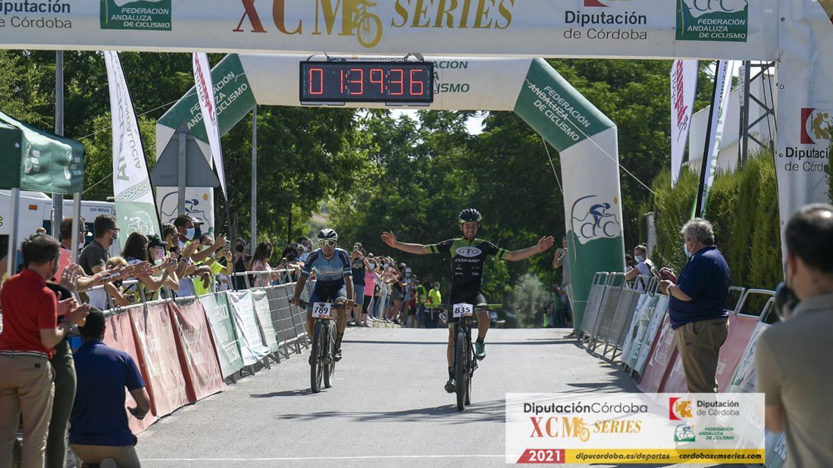 Julián Robles, en la meta de la Media Maratón de Guadalcázar