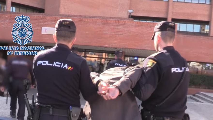 Momento del arresto del joven acusado de matar a su madre / Policía Nacional.