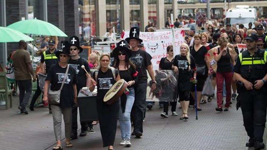 Manifestación en La Haya contra la tauromaquia y el Toro de la Vega