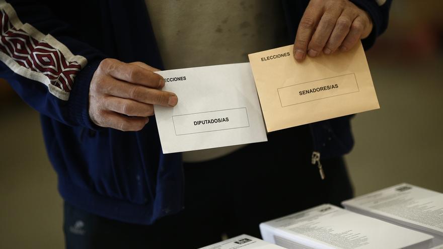 Todos los colegios electorales abren con normalidad en Cantabria