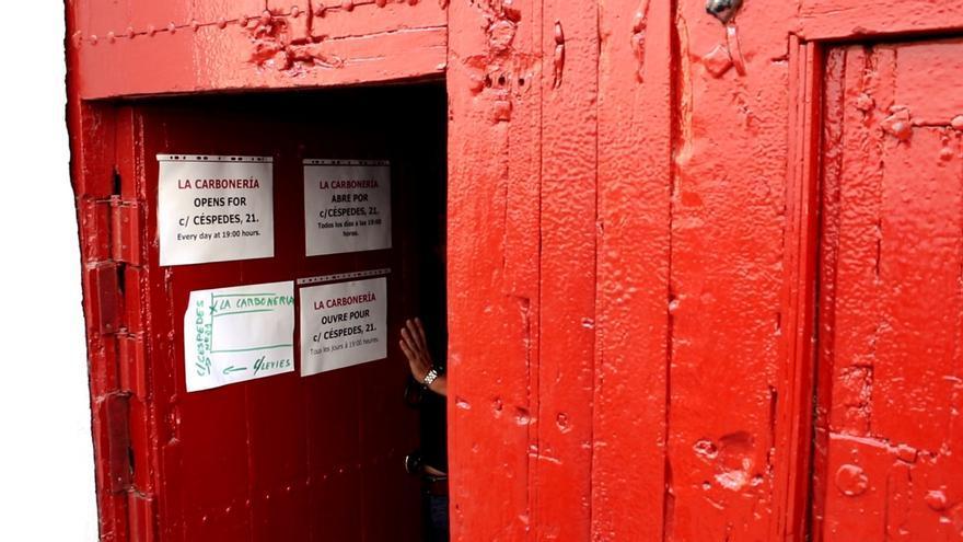 Puerta antigua de La Carbonería en la calle Levíes /Foto: D. Andana