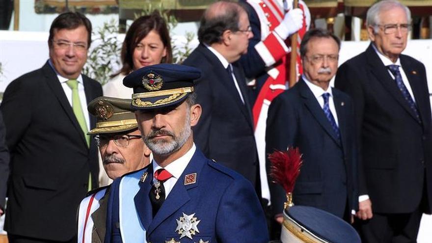 El Rey expresa su pésame a la viuda del piloto fallecido en Albacete