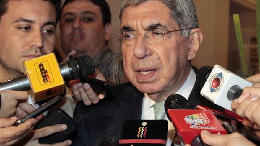 El Premio Nobel Óscar Arias es hospitalizado por un fallo en su marcapasos