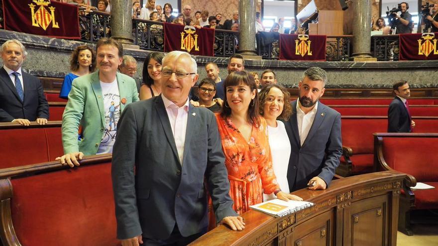 Joan Ribó en el pleno del ayuntamiento junto al resto de concejales de Compromís